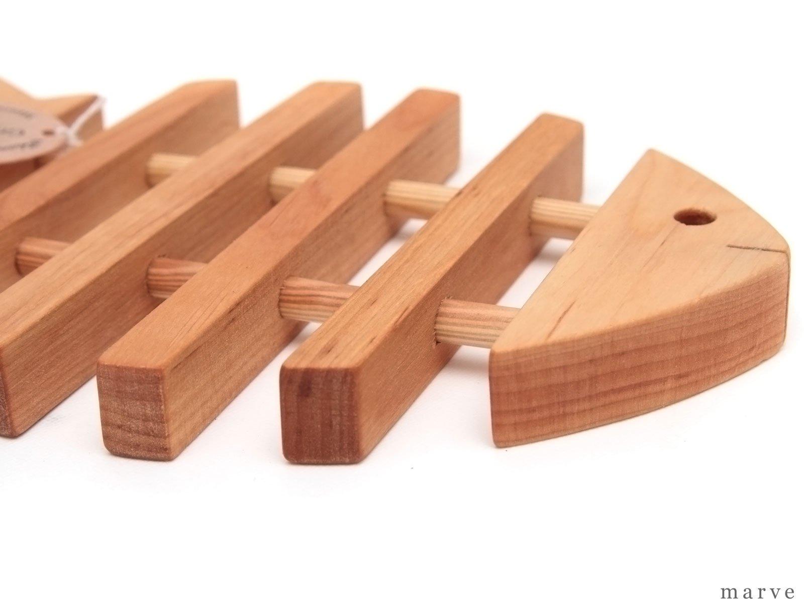 Skandinavisk Hemslojd AB 木製ポットマット リブ「フィッシュ」