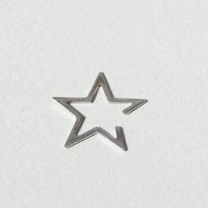 <img class='new_mark_img1' src='//img.shop-pro.jp/img/new/icons8.gif' style='border:none;display:inline;margin:0px;padding:0px;width:auto;' />Saskia Diez SILVER STAR EARCUFF(SILVER)