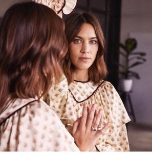 <img class='new_mark_img1' src='//img.shop-pro.jp/img/new/icons8.gif' style='border:none;display:inline;margin:0px;padding:0px;width:auto;' />Alexa Chung / Frill Dress