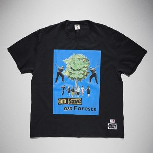 <img class='new_mark_img1' src='https://img.shop-pro.jp/img/new/icons41.gif' style='border:none;display:inline;margin:0px;padding:0px;width:auto;' />KIDILL x EDWIN-GOD SAVE OUR FOREST PRINT TSHIRTS (BLACK)