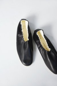 <img class='new_mark_img1' src='https://img.shop-pro.jp/img/new/icons8.gif' style='border:none;display:inline;margin:0px;padding:0px;width:auto;' />BEAUTIFUL SHOES / BALLET SHOES by TOSHINOSUKE TAKEGAHARA