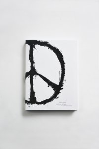 "<img class='new_mark_img1' src='https://img.shop-pro.jp/img/new/icons8.gif' style='border:none;display:inline;margin:0px;padding:0px;width:auto;' />Patti Smith ""the doors of light"" 写真集(スペシャルエディション版) / Photography by Yoshie Tominaga"