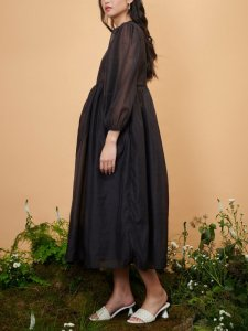 <img class='new_mark_img1' src='https://img.shop-pro.jp/img/new/icons8.gif' style='border:none;display:inline;margin:0px;padding:0px;width:auto;' />DREAM sister jane London - Canopy Bloom Embellished Midi Dress