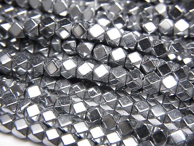 ヘマタイト 小粒キューブカット3×3×3mm  シルバーコーティング 1連(約38cm)
