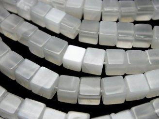 天然石卸 1連1,380円〜!ホワイトムーンストーンAAA- キューブ 1連(約37cm)