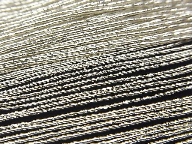 カレンシルバー 模様入りチューブ2.5×1×1mm ホワイトシルバー  半連/1連(約64cm)