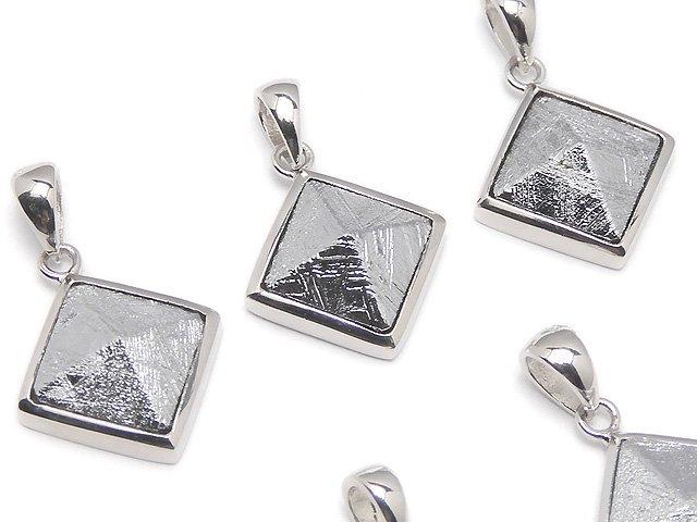 メテオライト(ムオニナルスタ隕石) ピラミッド型ペンダントトップ16×16mm 1個 SILVER925製