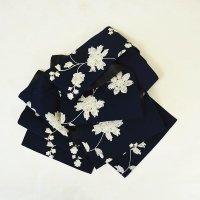 豪華で緻密な刺繍の、しっとり紺色のフリル帯