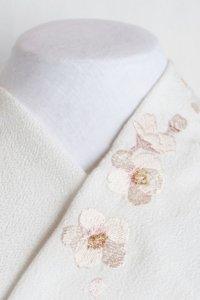 春は桜、優しいペールトーン刺繍半襟