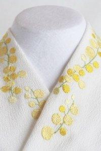 イエローが眩しいシンプルなミモザの刺繍半襟