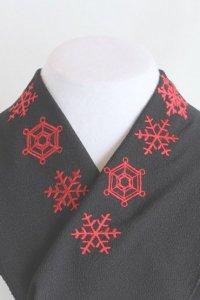 雪の結晶が美しい刺繍半襟