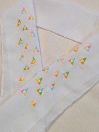 ミツウロコ柄のカラフル刺繍半襟