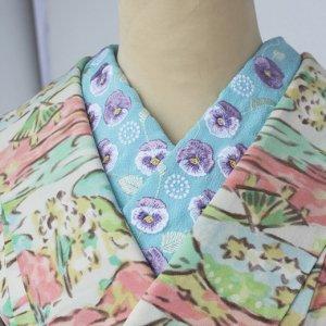 ビオラが咲き誇る刺繍半襟(水色)【受注生産品】