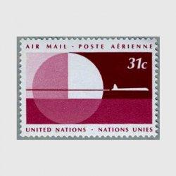 国連 1977年ボルドーカラーの空を飛ぶ飛行機