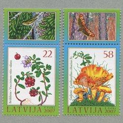 ラトビア 2007年ベリーときのこタブ付き2種