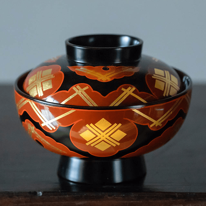 煮物椀(雲紋・黒内古代朱)
