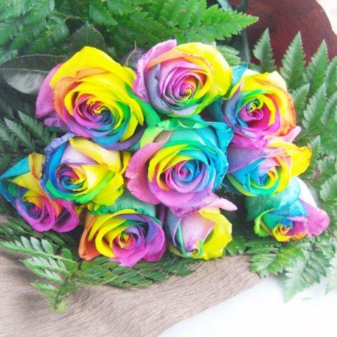記念日にサプライズの贈り物にレインボーローズ10本の花束