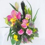ピンクの百合とバラのお任せお正月フレッシュアレンジ5000円一部地域は送料無料