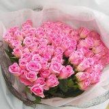 サプライズな贈り物お祝いに女性好みの国産ピンクの大輪ばらの花束100本