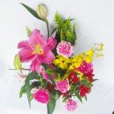 ピンクの百合とバラのお任せフレッシュアレンジお正月に5000円一部地域は送料無料