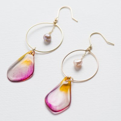 <img class='new_mark_img1' src='https://img.shop-pro.jp/img/new/icons13.gif' style='border:none;display:inline;margin:0px;padding:0px;width:auto;' />【Lani Hawaii】Plumeria Petal Jewelry・プルメリアの花びらピアス&イヤリングB・レインボー