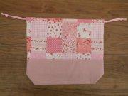 給食袋 巾着 パッチワーク柄 花柄 ピンク 21×25×6cm