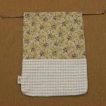 綿麻チェック×パープルの花柄のエプロン収納巾着