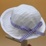 白い帽子・パープルのチェックリボン・28cmサイズ