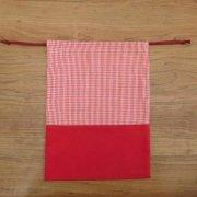 赤×ギンガムチェックのエプロン収納巾着