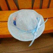 花飾り付き 帽子 水色 28cmサイズ