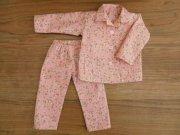 ピンクのフラワーリース柄の長袖パジャマ・シャツタイプ・34cmサイズ