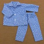 水色のアルファベット柄のパジャマ・長袖・28cmサイズ