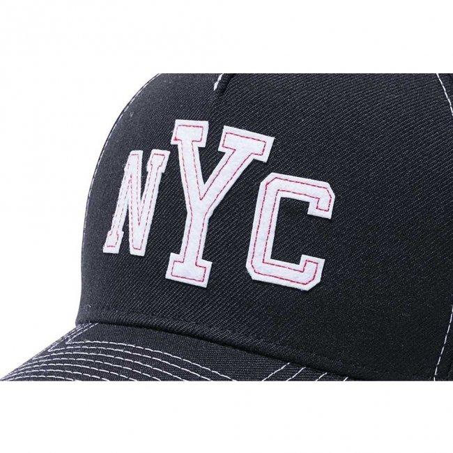 ニューエラ 940 エーフレームトラッカー キャップ コントラストスティッチ ニューヨークシティ NYC ブラック ホワイトフェルトパッチ スノーホワイトの画像