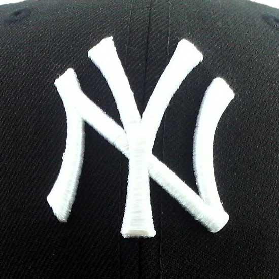ニューエラ キャップ アンダーバイザー ニューヨーク ヤンキース ブラック/レッド&ホワイト ペイズリーの画像