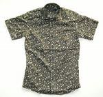 <img class='new_mark_img1' src='//img.shop-pro.jp/img/new/icons24.gif' style='border:none;display:inline;margin:0px;padding:0px;width:auto;' />NEVERTRUST FLOWER HORIZONTAL COLLAR 半袖SHIRTS  KHAKI