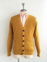 <img class='new_mark_img1' src='//img.shop-pro.jp/img/new/icons8.gif' style='border:none;display:inline;margin:0px;padding:0px;width:auto;' />RELCO LONDON  WAFFLE CARDIGAN  MUSTARD