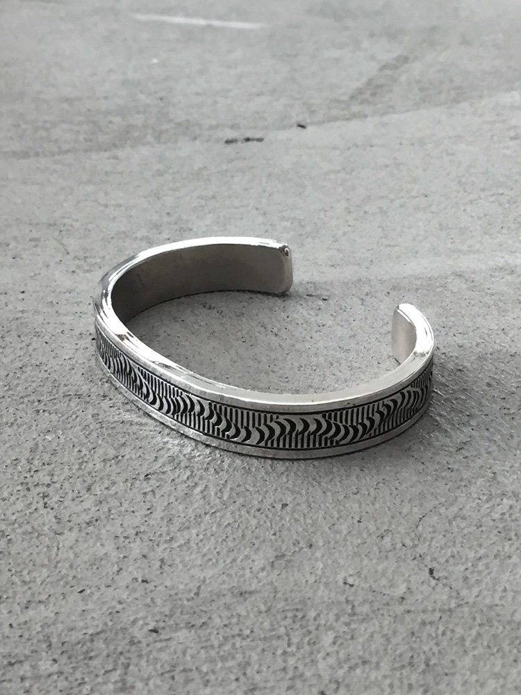 Indian Jewelry | インディアンジュエリー Navajo Bangle [Wylie Secatero]