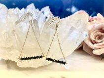 【ブラックダイヤモンド18k:トライアングルピアス】